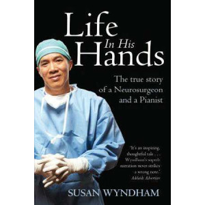 Life In His Hands : True Story of a Neurosurgeon & a Pianist